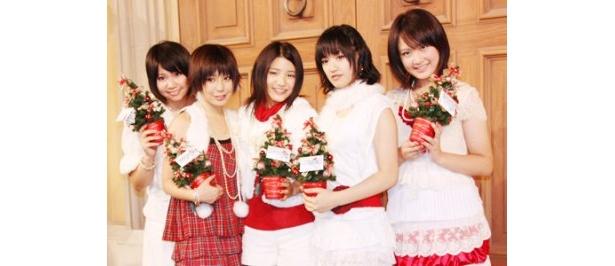 ライブを行った西脇彩華、佐竹宇綺、川島海荷、三浦萌、下垣真香(写真左から)