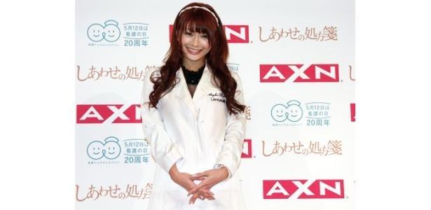 オリジナルの白衣をまとって登場した八田亜矢子