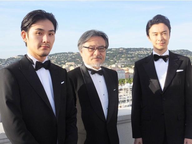 映画『散歩する侵略者』の松田龍平、黒沢清監督、長谷川博己(左から)
