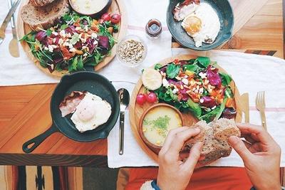 自然の中で食べる朝食はまた格別