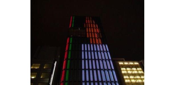 「ポーラ銀座ビル」は66mの巨大なクリスマスキャンドルを演出!