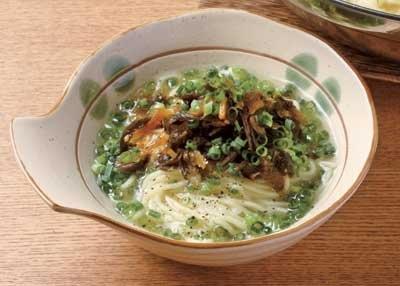 「炊きギョーザ鍋」のシメは、博多ラーメンで!