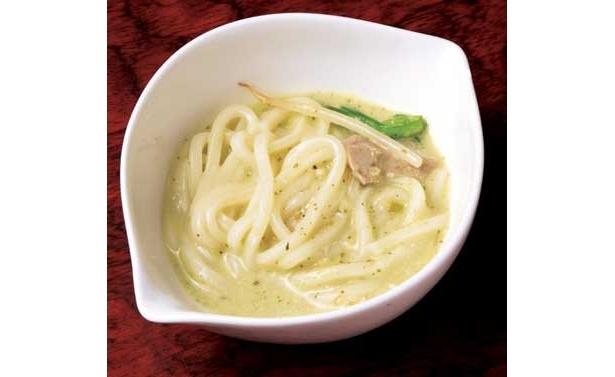 「バジルクリーム鍋」のシメは、うどん(1玉300円)がオススメ。バジルクリームにうどんがからんで、最後まで鍋とは思えないクリーミー感を味わうことができるぞ!