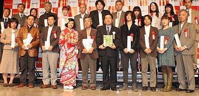 川柳コンテスト受賞者の方々と記念撮影