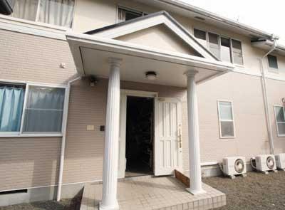 横浜市郊外にある合宿所には、若手レスラー5人、練習生2人が共同で暮らしている