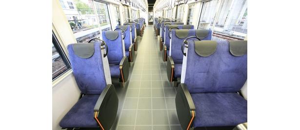 東レの最高級スウェード調人工皮革「エクセーヌ」を使った座席