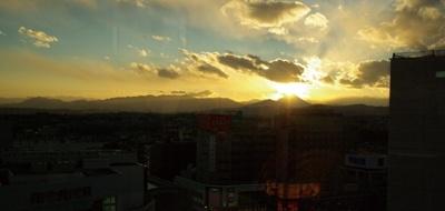 立川駅直結のデパート「グランデュオ立川」からの眺め。見られる予想日時は12/9(水)〜12(土)の16:10ごろ