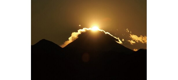 そごう八王子店は、11階の屋上から南西方向に雄大な富士山の姿が。予想日時は12/5(土)〜8(火)の16:08ごろ