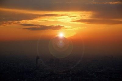 都心では1、2月に見られる。写真はサンシャイン60展望台(池袋)からの眺め。予想日時は2010年1/25(月)〜28(木)16:50ごろ