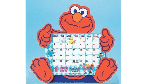 機能的にも優れたカレンダー&手帳が出そろっている今年のユニバーサル・スタジオ・ジャパン。「デスクカレンダー(エルモ)」(980円)は、写真立てとしても使えるぞ