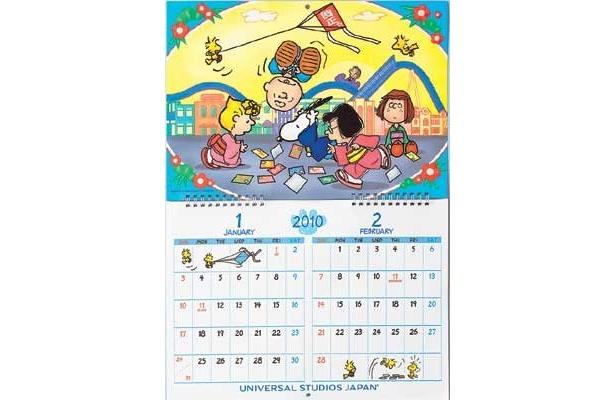 パークで遊ぶスヌーピーとその仲間たちが描かれたオリジナル・イラストのウォールカレンダー(1300円)