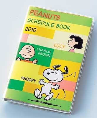 「スヌーピー」のスケジュール帳(1200円)も、リバーシブルタイプ。スヌーピーがご機嫌でスキップするグリーンの表紙