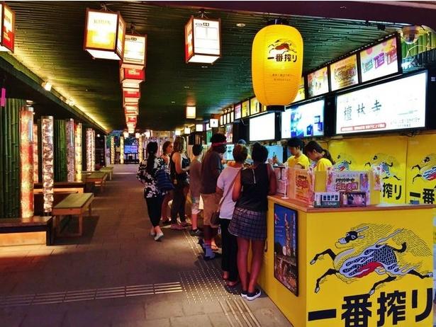 【写真を見る】「嵐電駅ビア」駅前広場(過去の開催の様子)