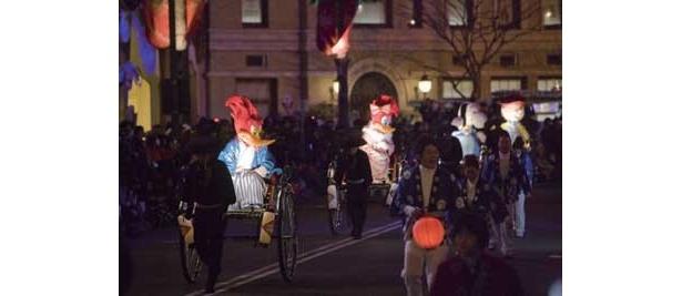 人気キャラクターたちが人力車に乗って登場する毎年大人気の「キャラクター着物パレード」