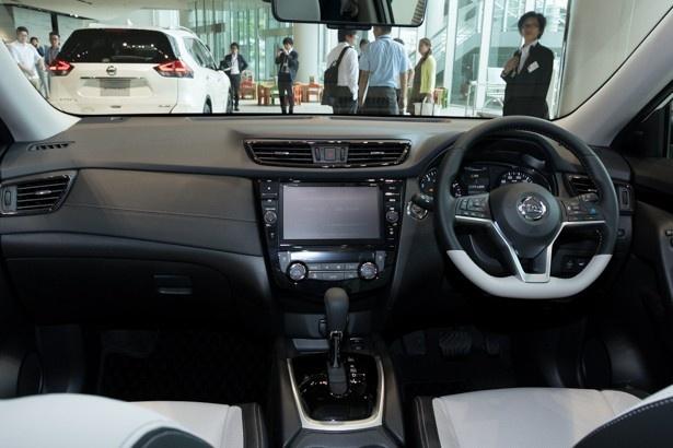 広がりのあるインテリアが特徴の、モード・プレミアの車内
