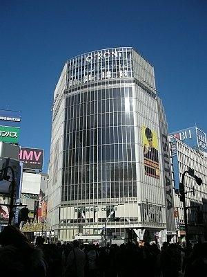 渋谷駅スクランブル交差点前の大型ビジョンに犯行声明が!こっちも見逃せない