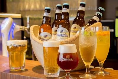 ビールはアサヒスーパードライなどのほか、ベルギービールも。華やかな香りを楽しんで