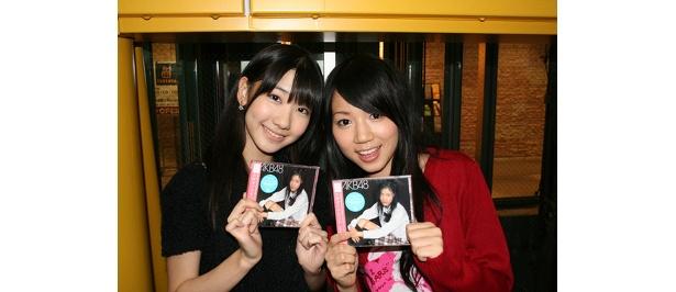 AKB48 柏木由紀(左)、SKE48 高田志織(右)
