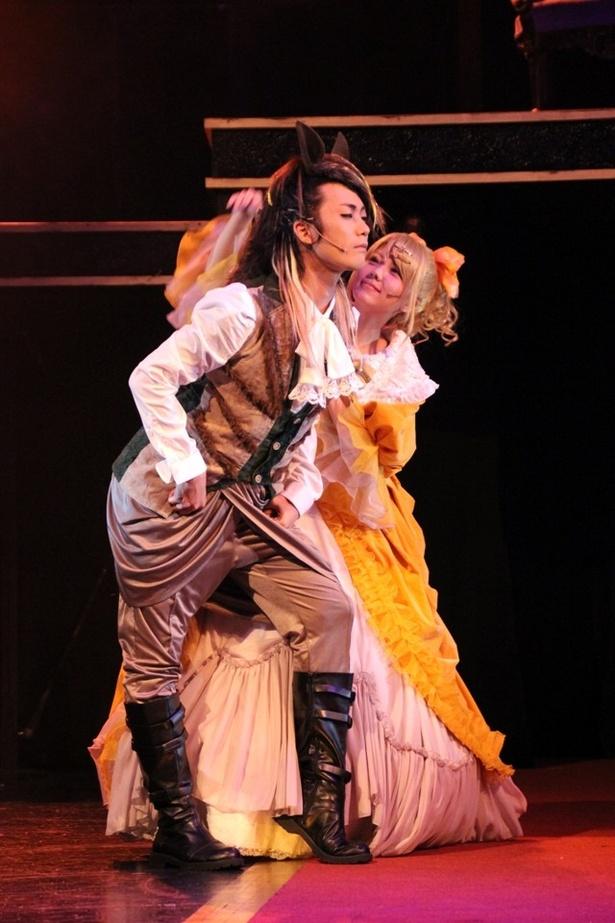 高田淳が演じるリリアンヌの愛馬ジョセフィーヌは、本作の見どころの1つ。舞台上の彼から目が離せなくなる