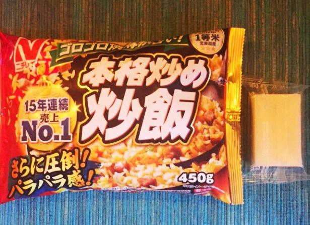 材料は、ニチレイ「本格炒め炒飯」と切り餅 1個(50g)だけ
