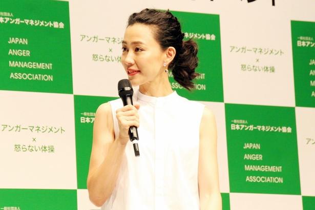 """「怒らない体操」を見た木村は、「""""頭ポンポン""""がお気に入り」とコメント"""