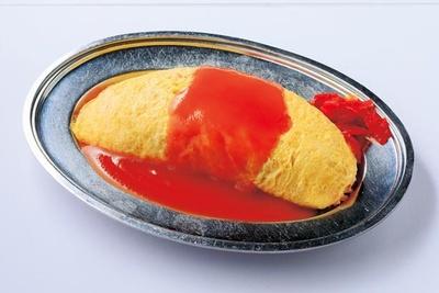 「オムライス」(480円)。鶏ガラスープで炊いた富山産のコシヒカリをL寸卵2個のふんわりオムレツで包む超コスパの高いひと皿。甘口の特製ソースで味わう/レッドリバー
