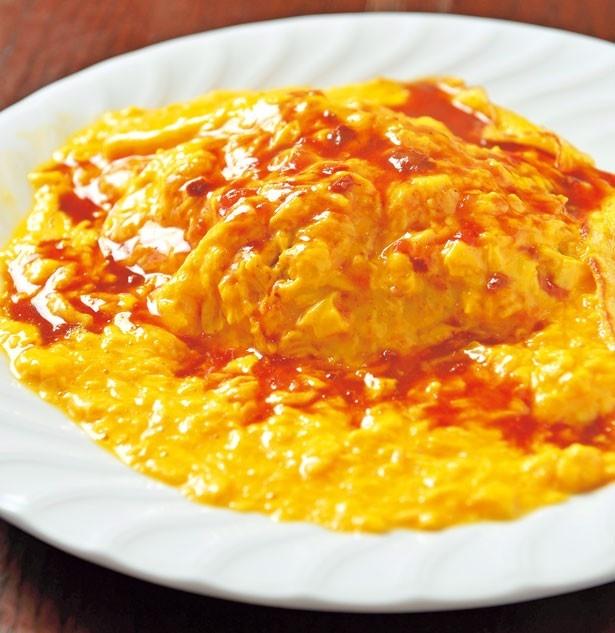 「オムライス」(700円)。「がんこ村」の卵を3個使い、半熟のままライスの上にかぶせる/洋食屋カトリーナ