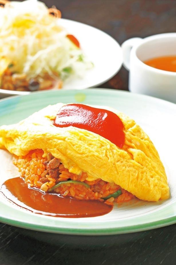 「Kiitosオムライス」(1500円)。ランチはサラダ・スープ付き/洋食レストランKiitos