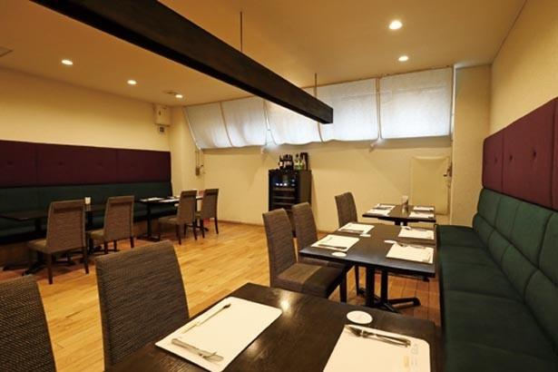 オープンキッチンで開放感のある店内。ふわとろ卵の調理が見られるカウンターがオススメ/洋食レストランKiitos