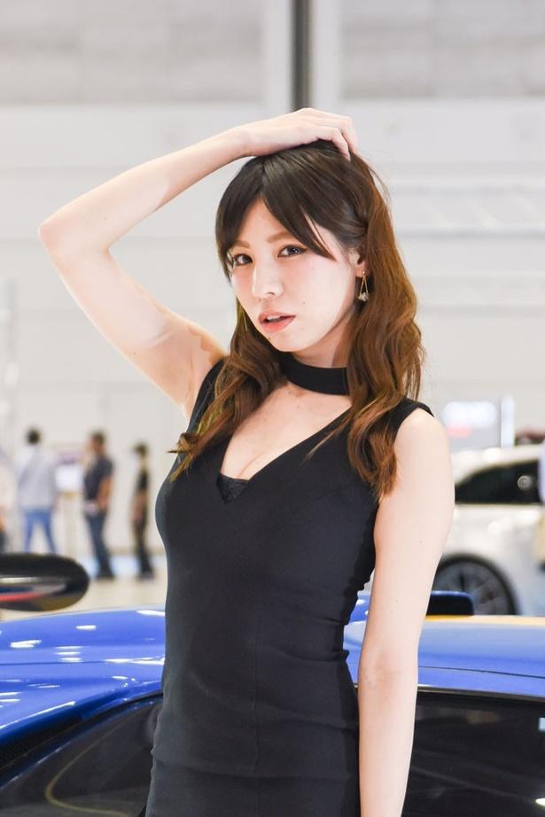 「メガスーパーカーモーターショー2017」の美人コンパニオン