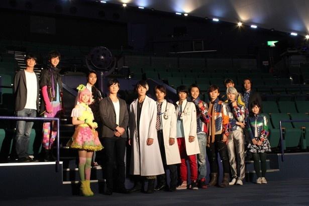 劇場版「仮面ライダーエグゼイド」「宇宙戦隊キュウレンジャー」の制作発表が東京・多摩六都科学館で開催