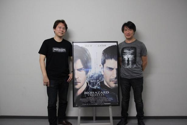 イベント終了後、記念撮影。小林プロデューサー、篠原プロデューサーともに本作のTシャツを着用し、作品をアピール。