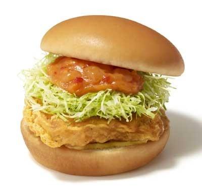 寿司や刺身でおなじみのマグロを、サクサクハンバーガーとして楽しめる「ごちそうツナバーガー」。写真は、「マグロのフリッター 薫るブイヤベース仕立て」