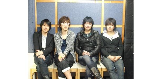 取材に応じたメーンキャストの鈴村健一、櫻井孝宏、遊佐浩二、市来光弘(写真左から)