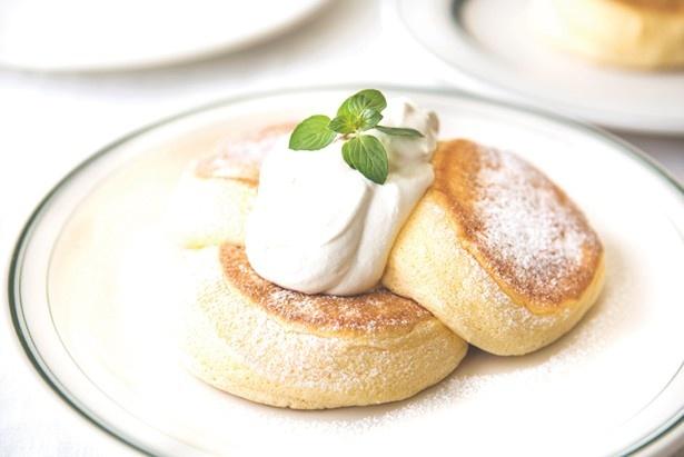 「FLIPPER'S 下北沢店」の奇跡のパンケーキ プレーン(1080円)は、ふわとろな生地にコクのあるオリジナルメープルバタークリームがマッチ