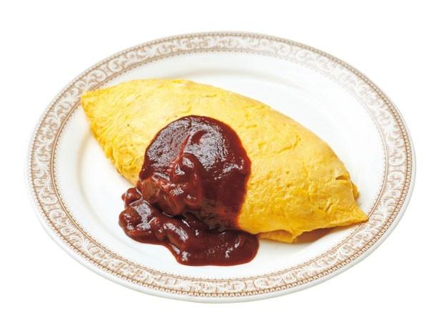 「特製オムライス 」(600円)。鶏肉とタマネギのチキンライスを卵2個で包む王道オムライス/山守屋