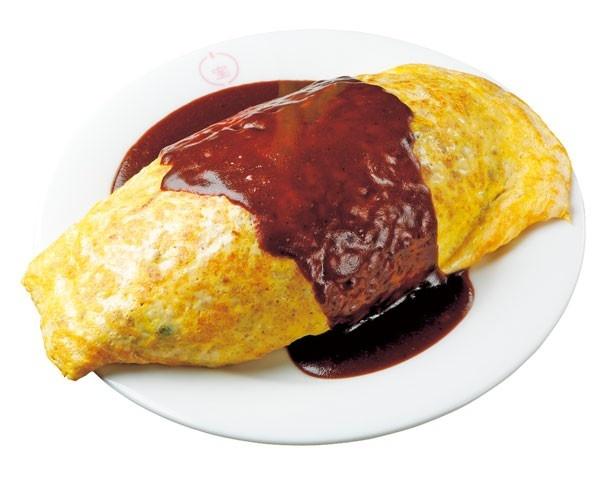 「オムライス(中)」(970円)。薄くしっかり焼き上げる卵が特徴/グリル 小宝
