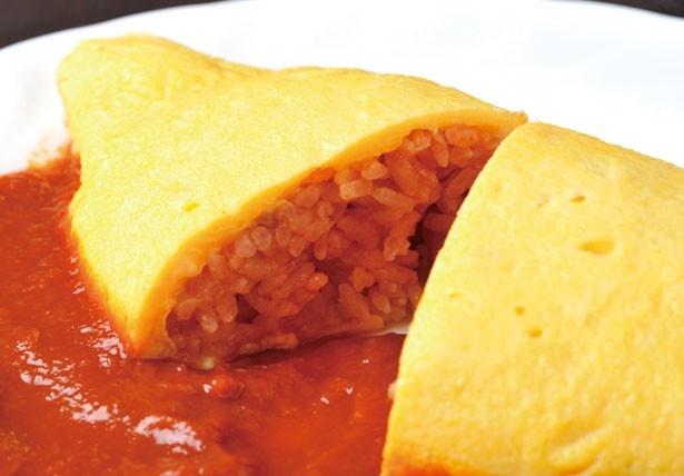代々継承されるチキンライスを。お米は柔らかすぎず固すぎず、絶妙なバランスに/御影公会堂食堂