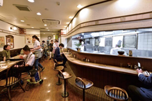 昭和元年の創業から同じ場所で営業。平成5年に建て替え、5階建てに/洋食 明治軒