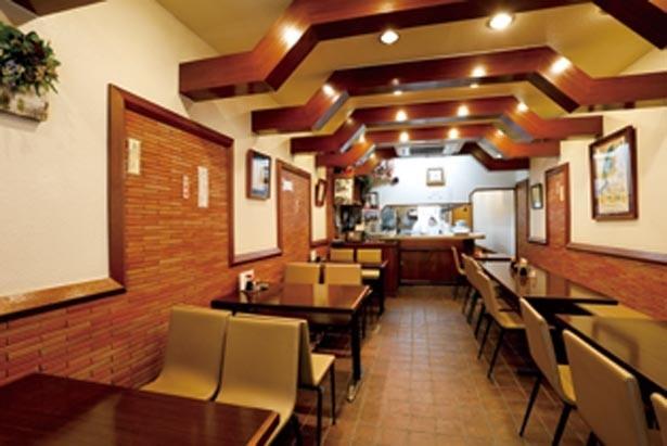 老舗ならではの昭和の風情が感じられる店内。なんば駅すぐなので観光客にも人気/欧風料理 重亭