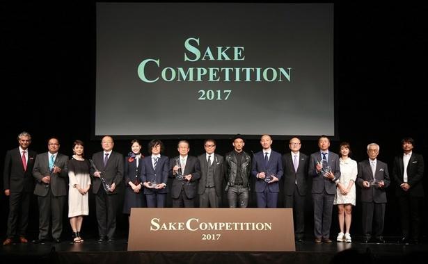 【写真を見る】中田英寿氏も登場した「SAKE COMPETITION 2017」表彰式