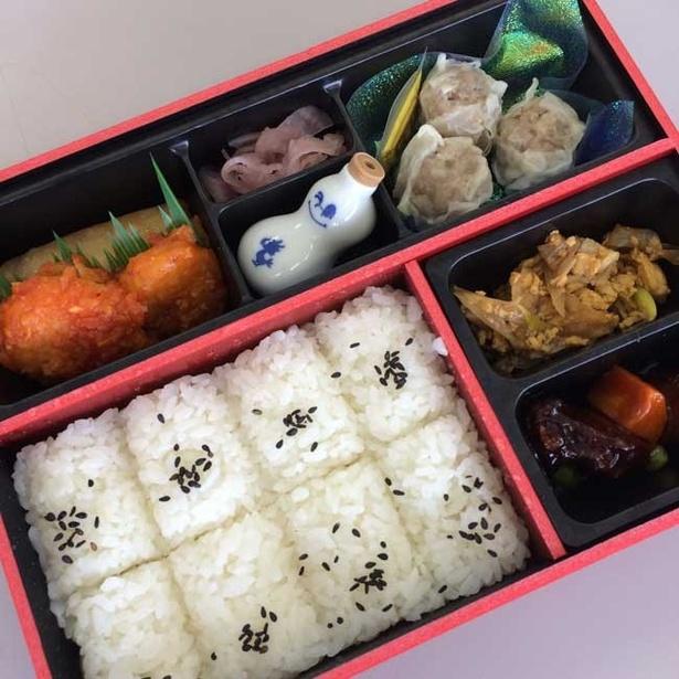 コラボ弁当の内容は今回オリジナル。クリスタルをモチーフにしたシートに横浜名物のシウマイが!