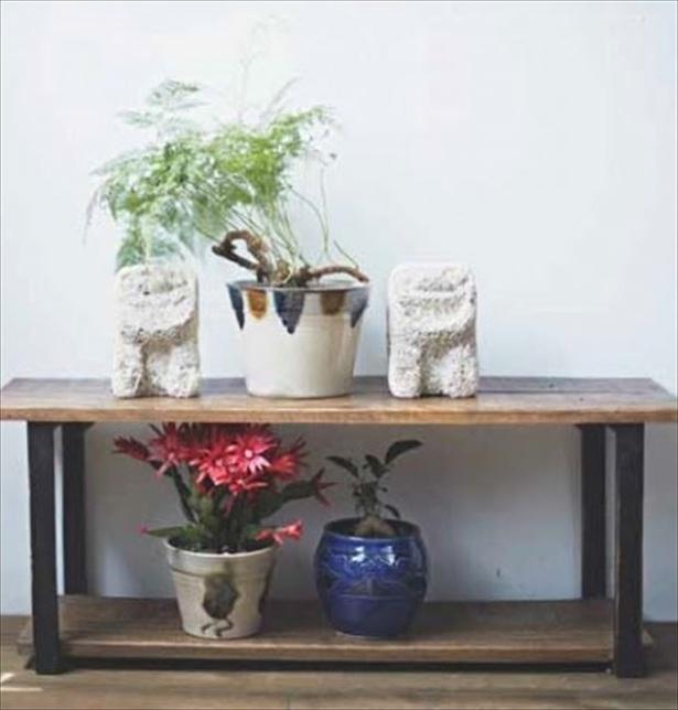 やちむんの植木鉢、 琉球ガラス、 シーサーのルーツといわれる石獅子