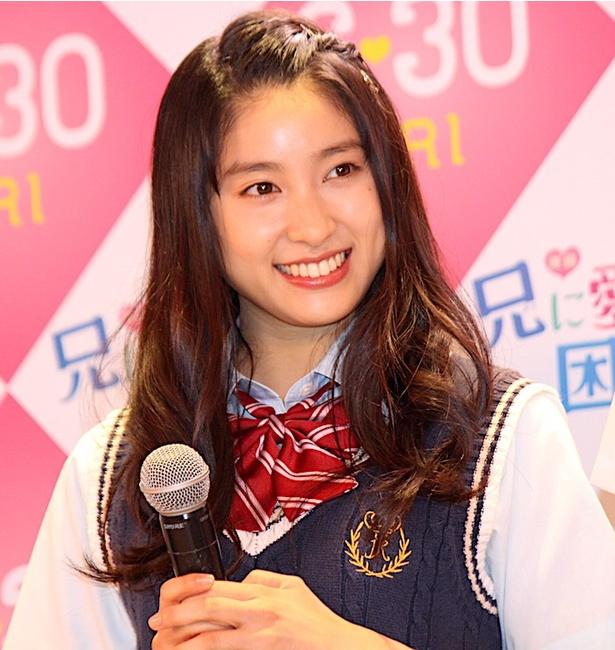 土屋太鳳「女子高生になった気分!」と笑顔