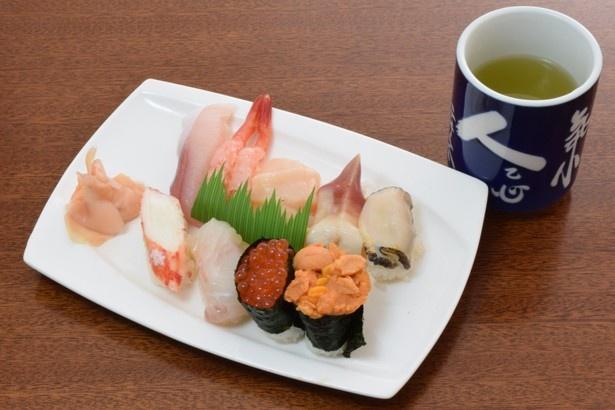 どのネタもシャリからこぼれ落ちそうなほどの厚みがある特上にぎりの寿司2620円。北海道の旬の味覚をまるごと味わえます。