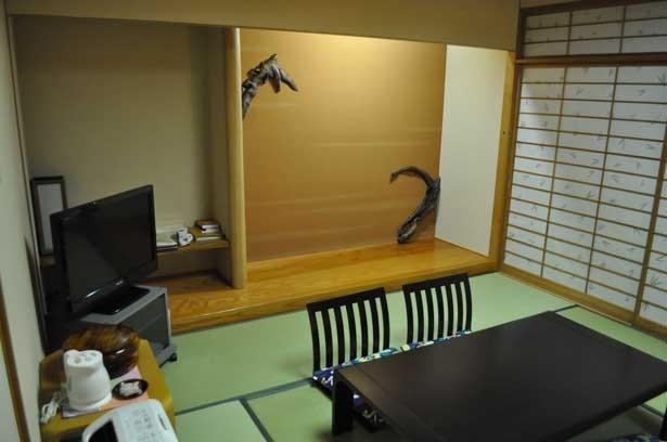 くろよんロイヤルホテルで挟土秀平氏がアートを展開している和室
