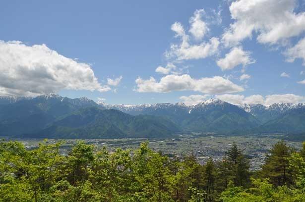 長野県大町市は北アルプスの麓にある
