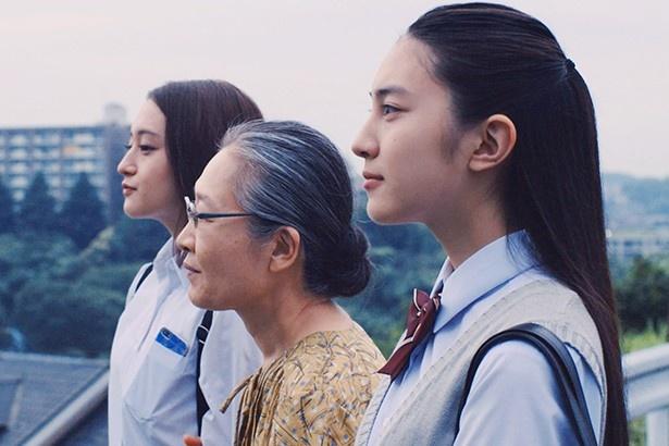 映画「ハローグッバイ」に出演する萩原みのり、もたいまさこ、久保田紗友(写真左から)