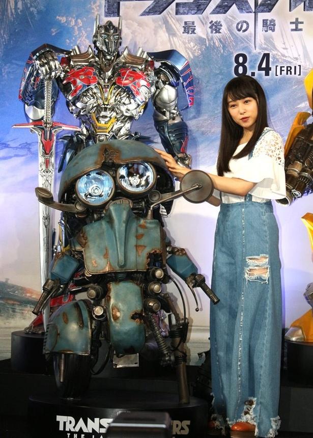 バイクのベスパからトランスフォームするオートボットのスクィークスはこれが実物大