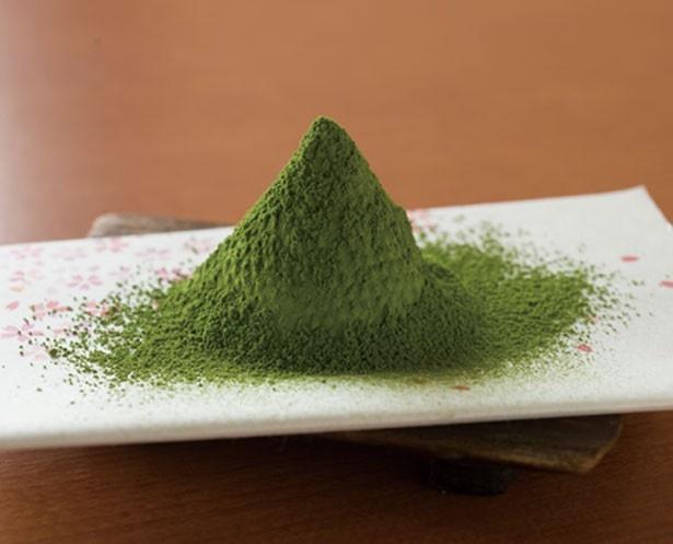 ソフトクリーム1人前の抹茶の量は、薄茶約4杯分に当たる/茶匠 清水一芳園 京都本店